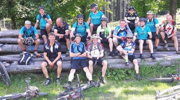 Weißbierbiker aus Endorf treten gemeinsam in die Pedale