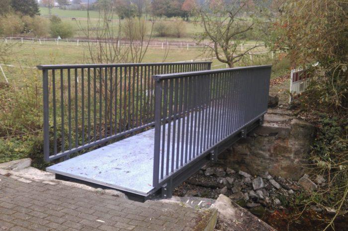 Was lange währt wird endlich gut ... Neue Brücke über den Waldbach