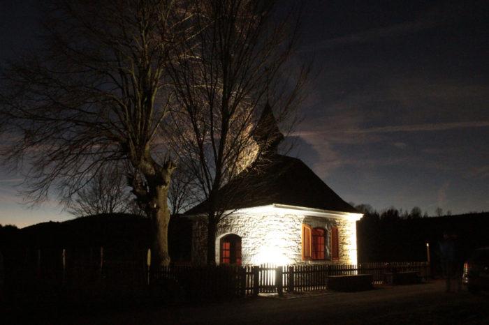 Kleine Kapelle im besten Licht