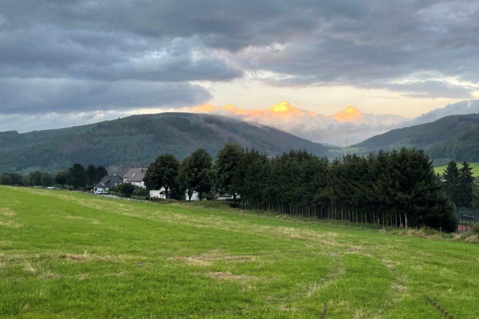Homertknolle vor Alpenpanorama